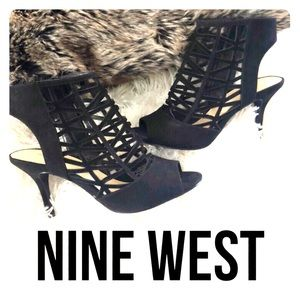 Nine West ⚫️ Black strappy pump heel ⚫️ sz 7.5